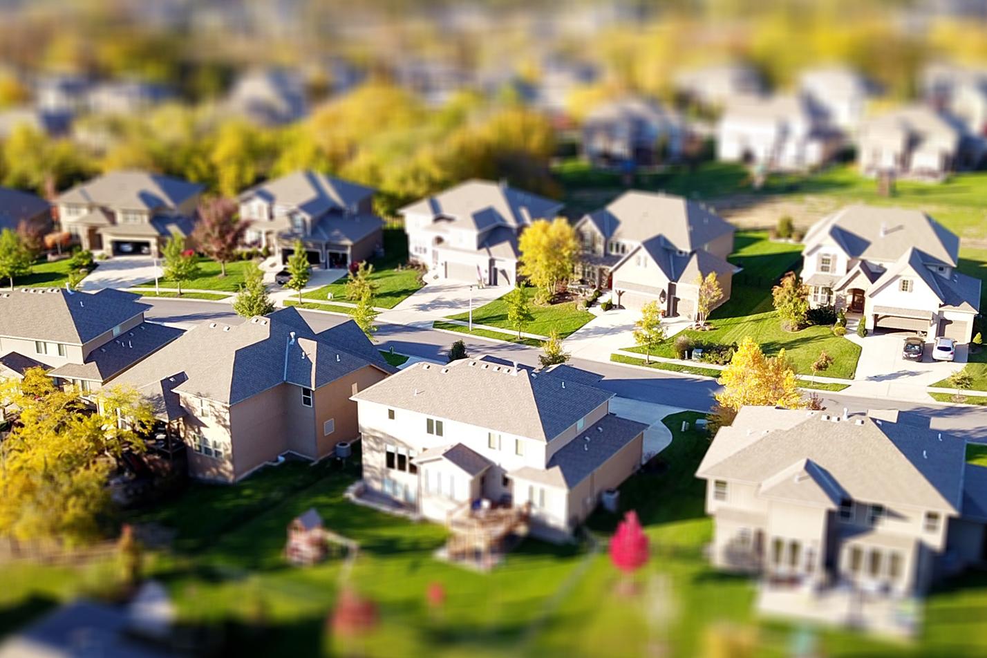 Vue aérienne d'un quartier résidentiel.